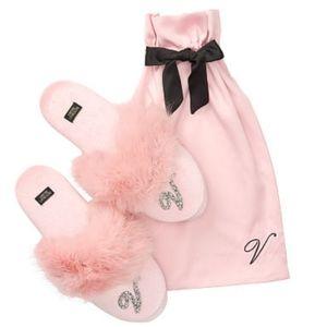 Victoria's Secret Velvet Logo Slippers 💖💖🖤🖤🎁